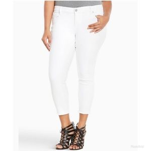 Torrid cropped skinny jeans with frayed ankle